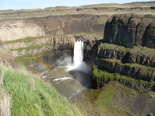 Palouse_Falls_in_Eastern_Washington[1].jpg